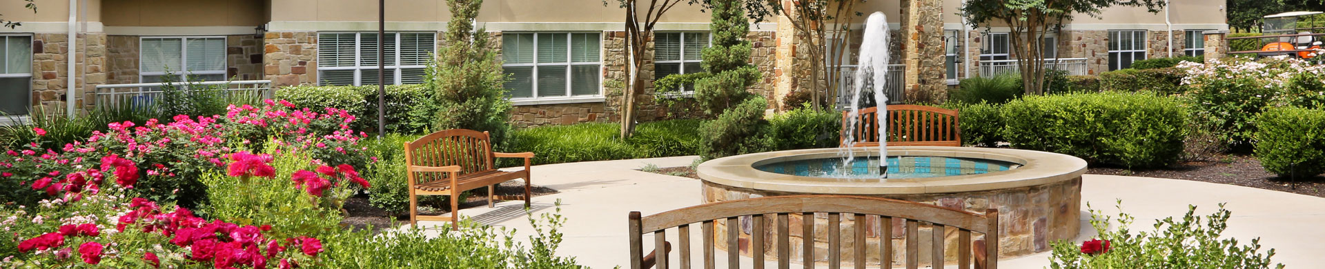extended view of exterior sitting area at Longhorn Village Independent Living Community